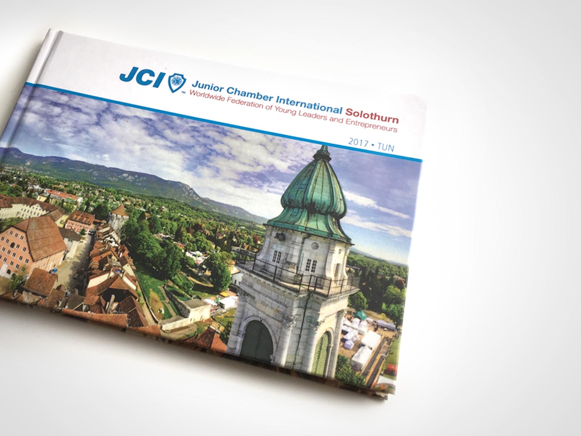 SM Graphic Design Logodesign Editorial Magazin Buch Buchgestaltung Foto Fotoretouche Solothurn Stadt Jahresrückblick